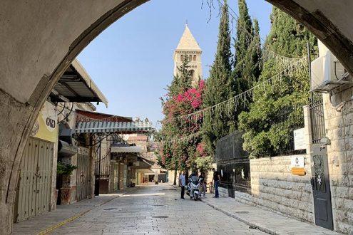 Jerusalem: Evangelisches Gemeindeleben im Corona-Lockdown, Foto: Blick auf den Kirchturm der Erlöserkirche in der Jerusalemer AltstadtKirchturm